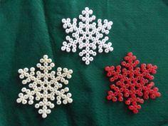 Christmas snowflakes ornaments hama beads by Flores de Celofán