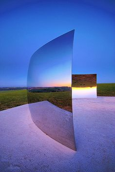 Anish Kapoor C-Curve Carl Abrams #sculpture #art #steel #reflection