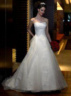 Spring A Line Princess Lace Beading Natural Sweetheart Satin Chapel Train Wedding Dress for Brides