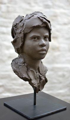 Chloé Sontrop - Appréhension - Terre cuite #artwork #sculpture www.meltingartgallery.com