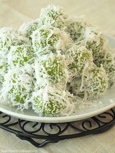 Ondeh-Ondeh (glutinous rice ball with palm sugar)