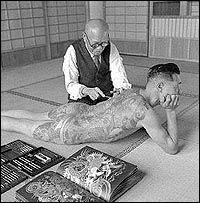 A Japanese tattoo artist works on the shoulder of a Yakuza gang member. Tokyo, Japan, 1946 by Horace Bristol (November 1908 – August Yakuza Tattoo, Tebori Tattoo, Tattoo Aquarelle, Japanese Tattoo Artist, Bristol, Samurai, Handpoke Tattoo, Tattoo Master, Full Body Tattoo