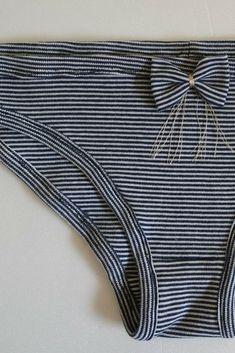 Et voilà comment transformer un vieux tee-shirt en petite culotte! Maillot  Bain, 8df6d7b38b4