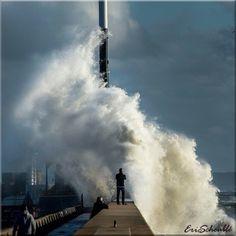 Tempête !! - ©lehavreenimages Station Balnéaire, Le Havre, Beach Accessories, Sea Waves, Paris, Niagara Falls, Zentangle, Lighthouse, Beaches