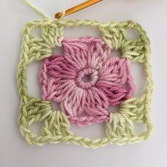 Transcendent Crochet a Solid Granny Square Ideas. Inconceivable Crochet a Solid Granny Square Ideas. Crochet Simple, Crochet Diy, Love Crochet, Crochet Gifts, Irish Crochet, Crochet Hooks, Granny Square Crochet Pattern, Crochet Flower Patterns, Crochet Squares
