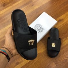 African Style, African Fashion, Comfortable Mens Dress Shoes, Leather Slippers, Summer Shoes, Luxury Lifestyle, Versace, Flip Flops, Kicks