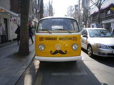 VW Yellow mustache wagon in 가로수길    (foto by Arnie)