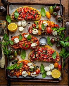 Crazy bruschetta recipe pesto on your favourite meals Spinach Recipes, Vegetarian Recipes, Cooking Recipes, Healthy Recipes, Cooking Meme, Healthy Snacks, Healthy Eating, Good Food, Yummy Food