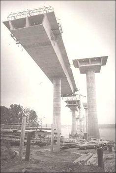 205 bridge in Vancouver Wa, my dad worked on this! Vancouver Washington, Washington State, Old Images, Old Photos, Portland Bridges, Bridge Construction, Clark County, Walk The Earth