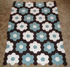 Garden CoverletThis crochet pattern / tutorial is available for free... Full post:Garden Coverlet