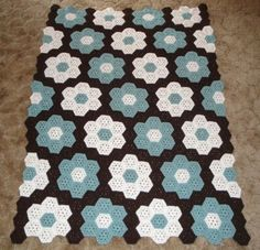 Garden Coverlet This crochet pattern / tutorial is available for free... Full post: Garden Coverlet