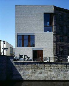 Am Kupfergraben 10 @ Berlin, Germany _ David Chipperfield Architects Brick Architecture, Contemporary Architecture, Architecture Details, Interior Architecture, Classical Architecture, Brick Masonry, Brick Facade, David Chipperfield Architects, Base Building