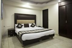 Book Hotels in Delhi. 𝐒𝐚𝐯𝐞 𝐮𝐩 𝐭𝐨 𝟓𝟎% ,Price Starts 𝐎𝐘𝐎 Promises ✅Free Cancellation ✔Complimentary Breakfast ✔Free WiFi ✅Pay at Hotel ✔AC Room ✔Spotless linen ✔Clean Washrooms. Free Wifi, Bed, Furniture, Budget, Rooms, Home Decor, Bedrooms, Decoration Home, Coins