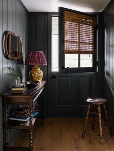 Home interior Design Ideas Country - - - Indian Home interior India Basement Furniture, Rustic Room, Rustic Decor, Decoration Inspiration, Foyer Decorating, Decorating Ideas, Decorating Websites, Dark Interiors, Design Interiors