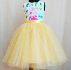 Peppa Pig Tutu Birthday Dress Peppa Pig Tulle by SugarShopDress Baby 1st Birthday, Birthday Tutu, Birthday Dresses, Party Dresses, Frozen Tutu, Frozen Dress, Old Dresses, Little Dresses, Peppa Pig Dress