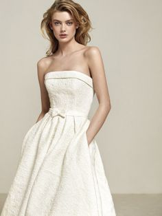 Wedding dress with skirt with pockets, fitted at the waist