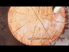 Dieses Video zeigt, wie man Shortbread, das klassische englische Teegebäck, selbst macht. Das Rezept zum Video gibts auf Allrecipes Deutschland: http://de.allrecipes.com/rezept/15806/einfaches-shortbread.aspx