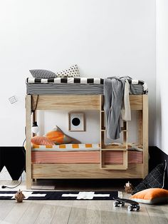 Guest bedroom bunk bed idea. would add a railing for top bunk so kids don't fall out.