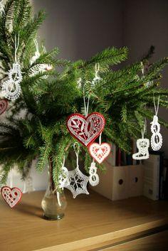 Christmas Wreaths, Christmas Ornaments, Bobbin Lace, Holiday Decor, Home Decor, Tejidos, Christmas Decor, Handarbeit, Decoration Home