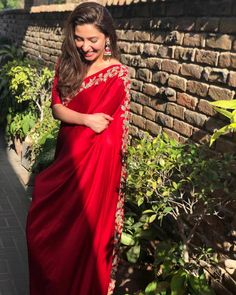 Pakistani actor Mahira Khan flaunting a red saree Indian Fashion Dresses, Dress Indian Style, Indian Designer Outfits, Indian Outfits, Indian Clothes, Pakistani Bridal Dresses, Pakistani Dress Design, Mahira Khan Dresses, Sarees For Girls