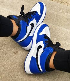 Teen Girl Shoes, Jordan Shoes Girls, Air Jordan Shoes, Tenis Nike Jordan, Sneakers Nike Jordan, Jordans Sneakers, Cute Nike Shoes, Cute Sneakers, Sneaker Shop