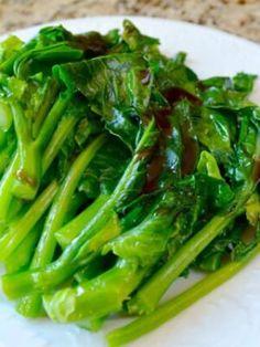 Chinese Broccoli (Gai Lan) with Oyster Sauce Recipe - The Woks of Life Braised Oxtail, Braised Duck, Homemade Brioche, Brioche Recipe, Wok Of Life, Crispy Pork, Woks, Napa Cabbage, Stuffed Mushrooms
