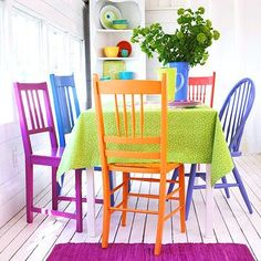 Colorful chairs dining - Model Home Interior Design Funky Furniture, Dining Room Furniture, Outdoor Furniture Sets, Decoupage Furniture, Deck Furniture, Furniture Design, Bright Painted Furniture, Colorful Furniture, Antique Furniture