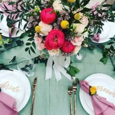 Here's a look at @lovenoteevents 's and @sparklesandvintage 's beautiful table setting at a styled shoot! We are in love with the color palette and wonderful florals. Can't wait to see more from this shoot!  Vendors: @martinamicko @oneandonebridal  @nixeyartistry  @sparklesandvintage  @nic_thefit  @ariayoukiddingme  @aileyartsy