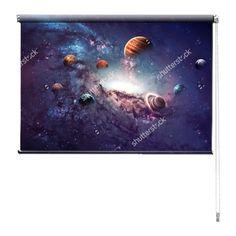 Rolgordijn Universum | De rolgordijnen van YouPri zijn iets heel bijzonders! Maak keuze uit een verduisterend of een lichtdoorlatend rolgordijn. Inclusief ophangmechanisme voor wand of plafond! #rolgordijn #gordijn #lichtdoorlatend #verduisterend #goedkoop #voordelig #polyester #universum #ruimte #scifi #paars #planeten #planeet #melkweg #heelal #jongen #jongenskamer