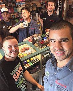 Estar entre amigos realmente não tem preço, @bruno_schultz mais uma vez marcando presença aqui na Garagem em mais um #cafedas18 e passando um tempo muito divertindo com a gente!  #clubegaragem #coffee
