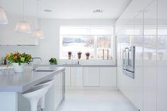 Beautiful Modern Villa Design in Swiss: Marvelous White Kitchen Interior Design Modern Swedish Villa White Kitchen Interior, Swedish Kitchen, Home Decor Kitchen, Interior Design Kitchen, Kitchen Rules, Kitchen White, Kitchen Ideas, Modern Villa Design, Contemporary Kitchen Design