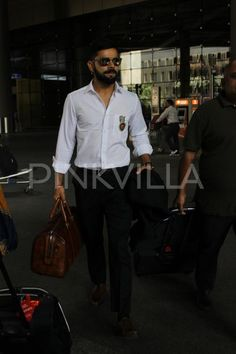 A Dashing Virat Spotted at the Airport   PINKVILLA