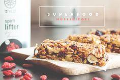 Superfood Müsliriegel selbst gemacht (mit Chia Samen, Goji Beeren & Pistazien) | www.juyogi.com