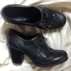 Extremely comfortable Born chunky heel Excellent condition... Black size 8 Born Shoes Heels