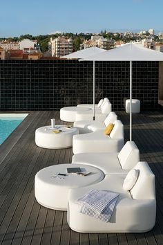 A green roof top has lots of rewards at monetary, ecological and group point. Outdoor Sofa Sets, Outdoor Spaces, Outdoor Living, Outdoor Furniture Sets, Outdoor Decor, Roofing Options, Spa Interior, Pool Furniture, Luxury Furniture