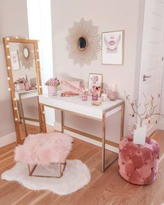 Home Decoration Ideas Boho A dressing table with pink accessories add a touch of glamor to this nook/Source: Digsdigs website.Home Decoration Ideas Boho A dressing table with pink accessories add a touch of glamor to this nook/Source: Digsdigs website Gold Bedroom Decor, Bedroom Decor For Teen Girls, Room Ideas Bedroom, Diy Bedroom, Bedroom Desk, Pink Gold Bedroom, Gold Home Decor, Bedroom Vintage, Master Bedroom