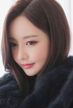 Now I am very happy to see a simple facial close up photo of SYJ. Korean Beauty, Asian Beauty, Beauty Hacks Video, Beautiful Asian Women, Beautiful Eyes, Beauty Blender, Dark Hair, Girl Pictures, Asian Woman