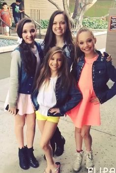 Kendall, Payton, Maddie and Mackenzie From Dance Moms Watch Dance Moms, Dance Moms Funny, Dance Moms Dancers, Dance Mums, Dance Moms Girls, Maddie Ziegler, Mackenzie Ziegler, Abby Lee, Famous Dancers