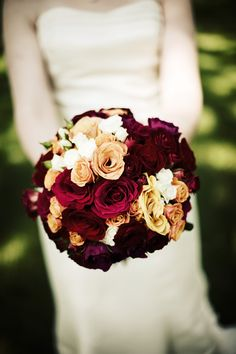Wow, simply stunning! #Minnesota #weddings #flowers #Minnesotaweddingphotographers http://www.bellagala.com/wedding-floral/index.html