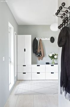 Wall design corridor: 60 creative decoration ideas for the corridor- Wandgestaltung Flur: 60 kreative Deko Ideen für den Flur Wall design corridor hallway wardrobe Ikea Hallway, Hallway Storage, Entry Hallway, Hallway Ideas, Garage Storage, Entrance Hall, Hallway Paint, Blue Hallway, Hallway Shelf