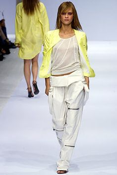Burberry Spring 2003 Ready-to-Wear Fashion Show - Christopher Bailey, An Oost