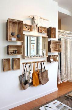 Décoration personnelle et unique d'un couloir  http://www.homelisty.com/decoration-couloir/