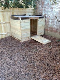 Top Things To Know About Urban Chicken Farming – Chicken In The Shadows Cheap Chicken Coops, Backyard Chicken Coops, Chicken Coop Plans, Building A Chicken Coop, Chicken Tractors, Backyard Ducks, Chickens Backyard, Canard Coop, Duck Enclosure
