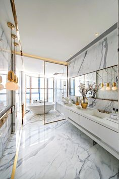 Salle de bain chic en marbre et or #bathroom #decoration #design