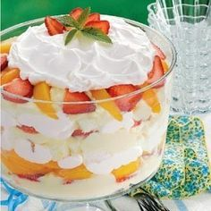 Need trifle recipes? Get great tasting desserts with trifle recipes. Taste of Home has lots of delicious recipes for trifles including chocolate trifles, strawberry trifles, and more trifle recipes and ideas. Trifle Dish, Trifle Desserts, Trifle Recipe, Just Desserts, Delicious Desserts, Yummy Food, Tiramisu Trifle, Peach Trifle, Strawberry Trifle