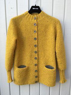 Garnomera's Charlotte Cardigan Hoodie Pattern, Cardigan Pattern, Jacket Pattern, Crochet Cardigan, Knit Crochet, Girls Sweaters, Cardigans For Women, Crochet Wrist Warmers, Knitting Stiches