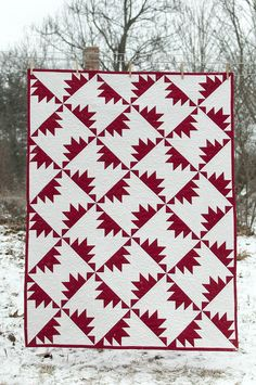 Red and white quilt by Lynn Harris of The Little Red Hen. Links to her free PDF pattern.