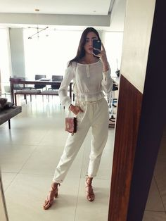 Mariana G. - Strappy sandals Fashion Pants, Girl Fashion, Fashion Outfits, Casual Suit, Hip Hop Artists, Strappy Sandals, White Jeans, Ruffles, Beige
