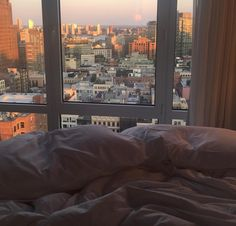 32 new ideas for apartment view window Apartment View, Apartment Goals, Dream Apartment, My New Room, My Room, Appartement New York, Room Goals, Window View, Aesthetic Rooms