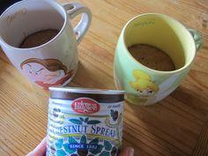 ça y est : j'ai enfin eu 5 mn pour tester les fameux mug cakes ! Les quoi ??? Le Mug Cake est un gâteau ultra rapide, préparé et cuisiné directement dans une tasse qui va au four à micro-ondes. A la base : œuf, sucre et farine et après, tout ce que vous...